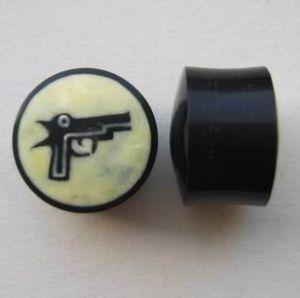 Plug s pistolkou - kombinace rohoviny a kosti